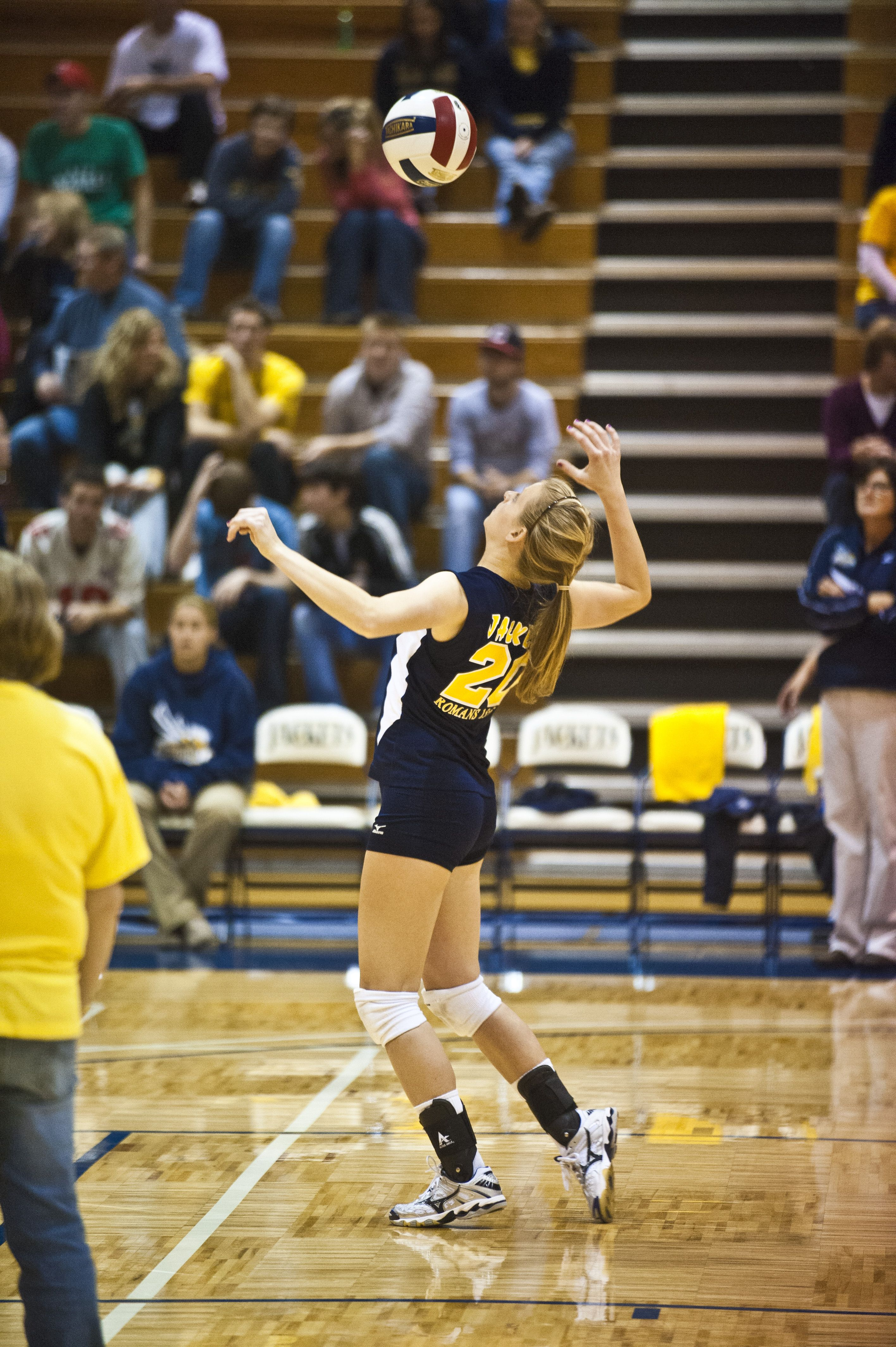 American Kyra Holt Signs In Spain With Dimurol Volleyball News American Spain