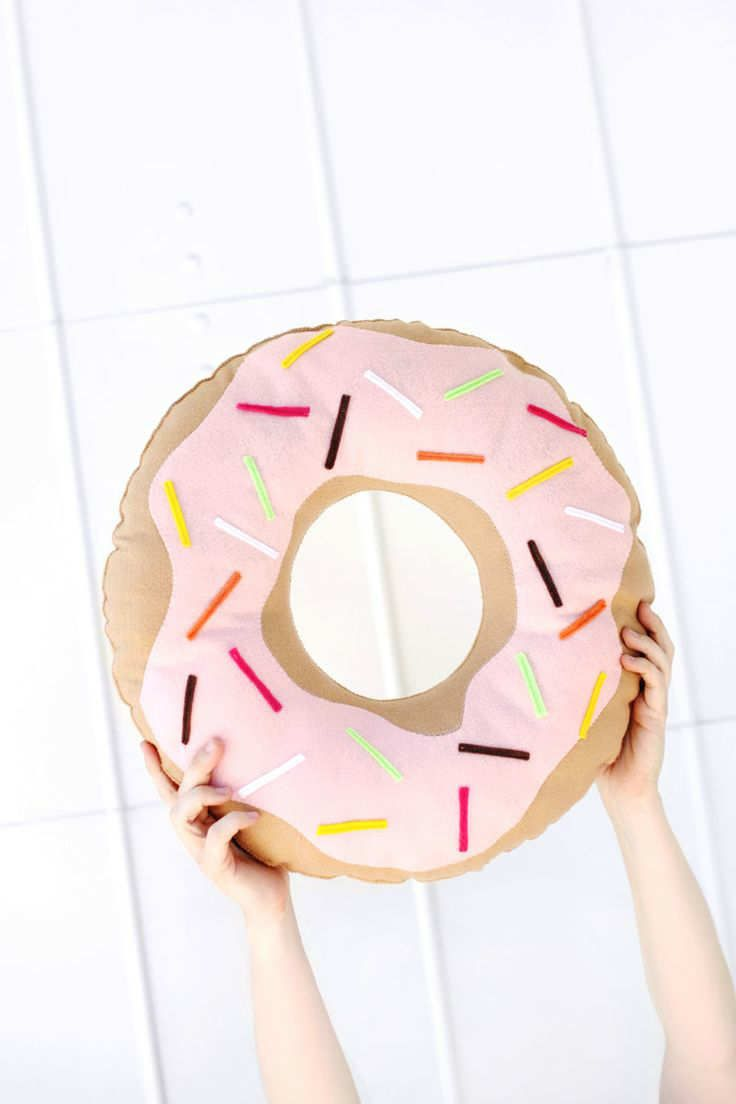 Simple And Sweet Donut Pillow A Beautiful Mess Diy Pillows Donut Pillow Cute Pillows