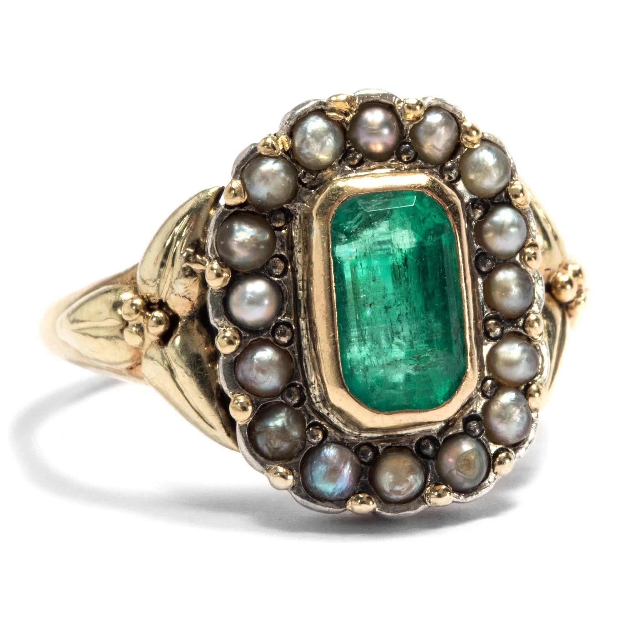 Antiker schmuck  Hope and devotion - Antiker Ring aus Gold mit Smaragd und Perlen ...