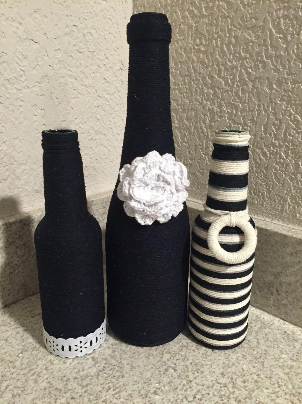Trio de garrafas decoradas com barbante e