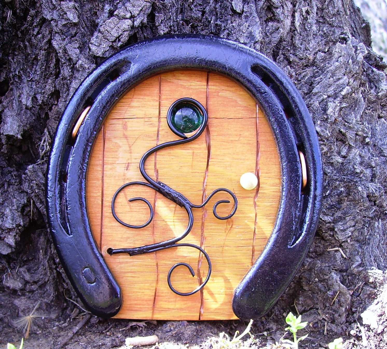 Horseshoe fairy / troll / hobbit door with copper wire scroll