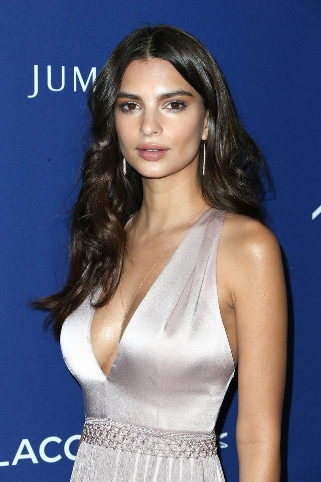 Emily Ratajkowski shows how to work pretty nude makeup for date night