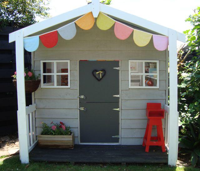 kinderspielhaus im garten tipps zur einrichtung dekoration kinderspielhaus deko ideen und. Black Bedroom Furniture Sets. Home Design Ideas