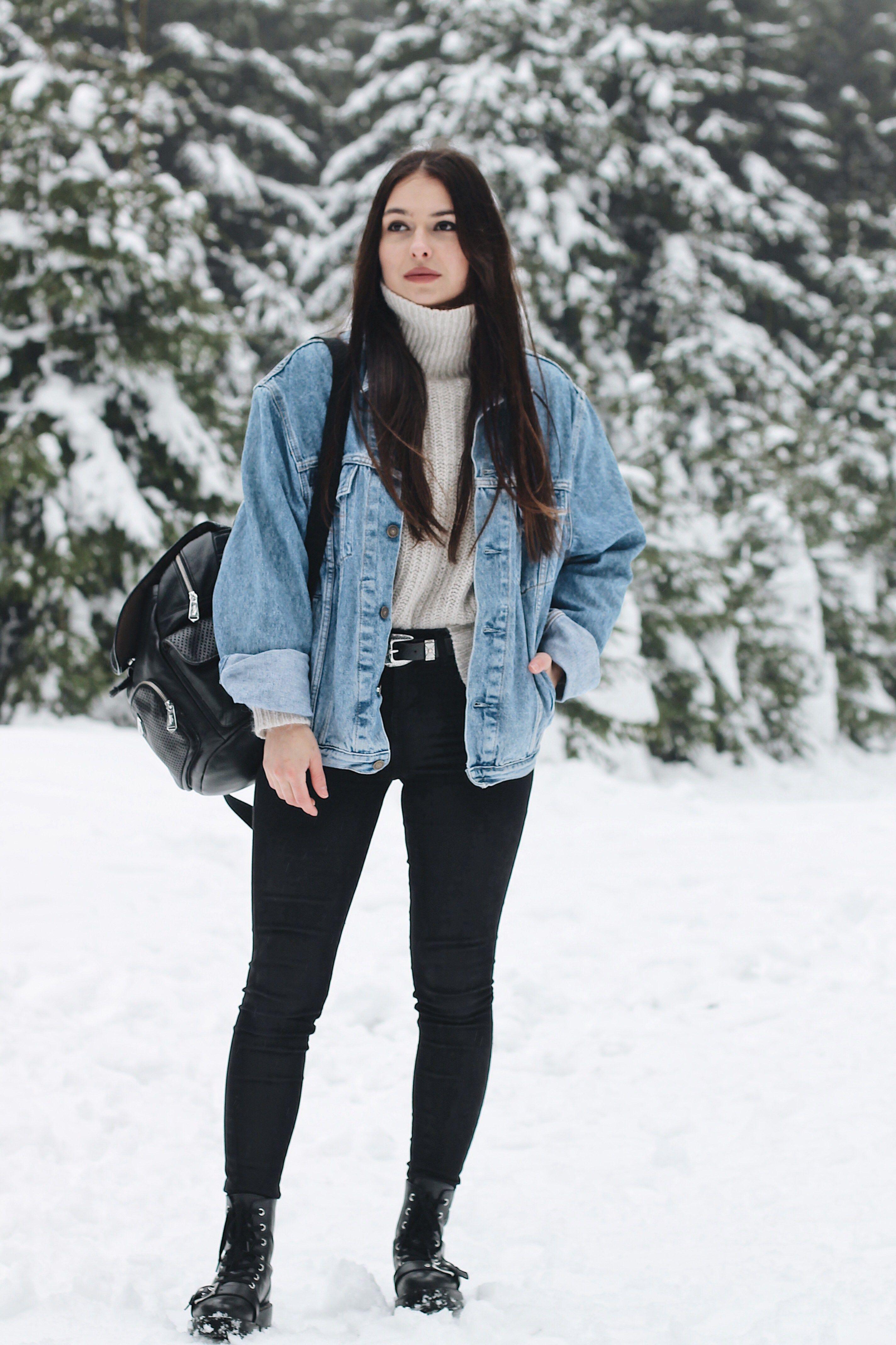 Winter Days And Denim Jackets Vogue Et Voyage Winter Jacket Outfits Vintage Denim Jacket Outfit Denim Jacket Outfit Winter [ 4272 x 2848 Pixel ]