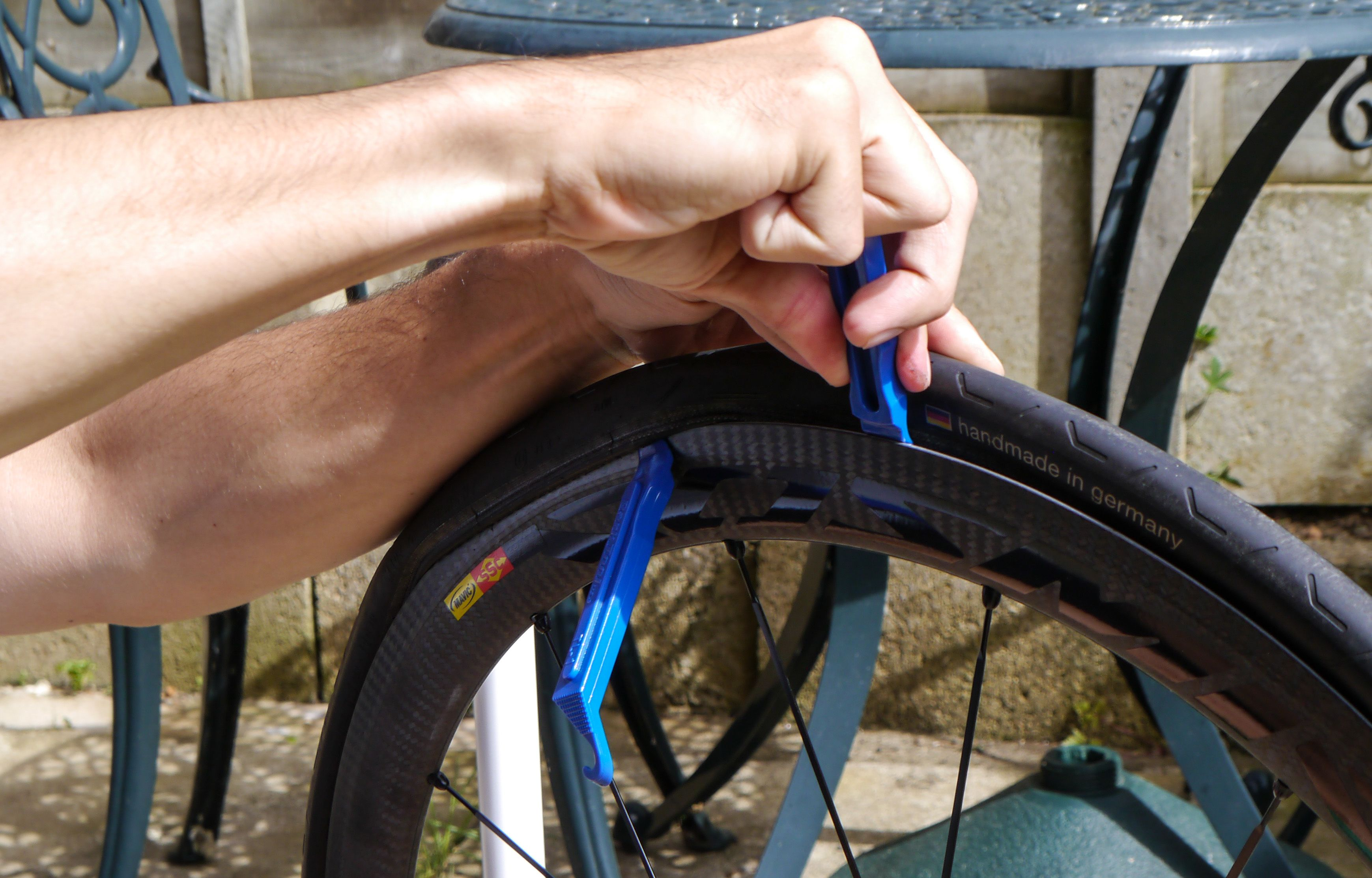 Beginner S Guide How To Repair A Punctured Road Bike Inner Tube