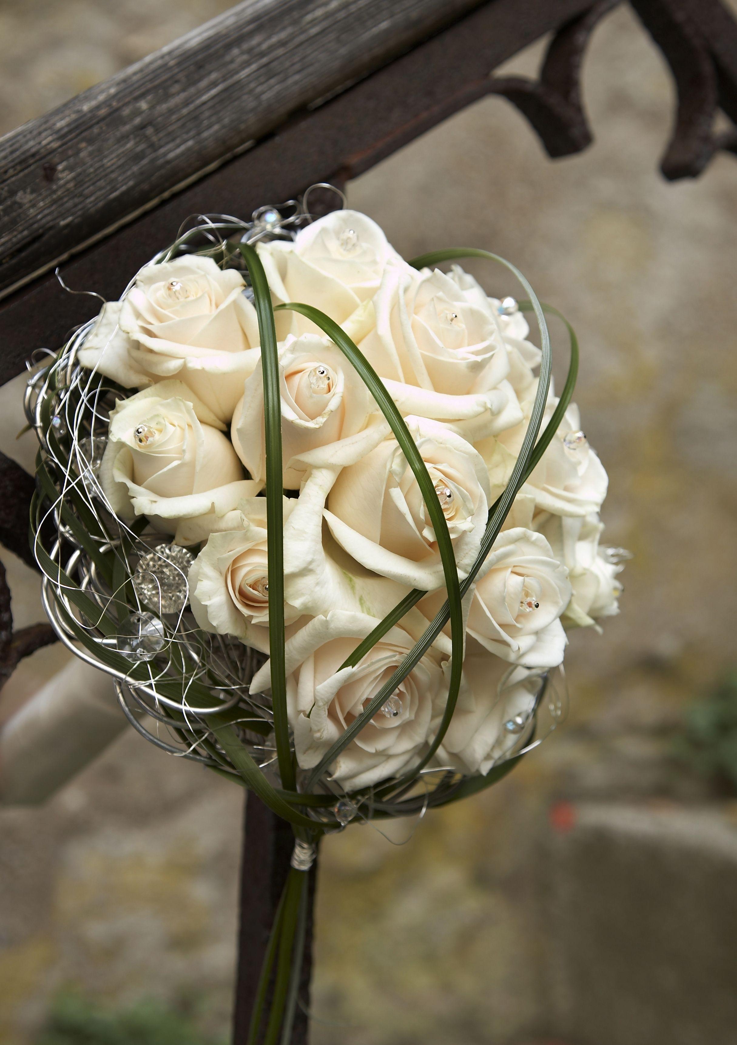 romantischer brautstrauss mit creme vendela rosen hochzeiten kirche. Black Bedroom Furniture Sets. Home Design Ideas