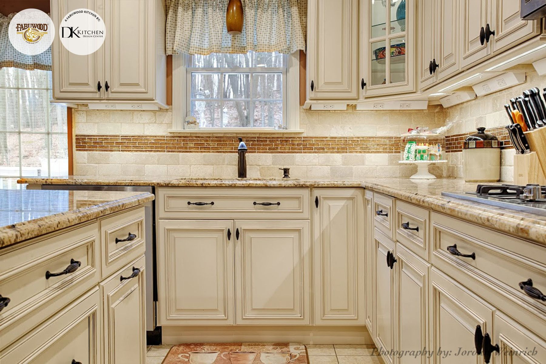 Another Stunning View Of The Wellington Kitchen In Ivory Glaze Completed By Dk Kitchen Design Center Kitchen Design Centre Kitchen Tuscan Kitchen