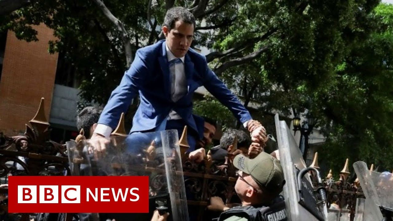 Guaidó tries to climb over fence to enter assembly BBC