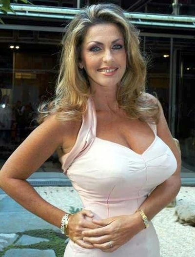 Busty mature woman speaking, recommend