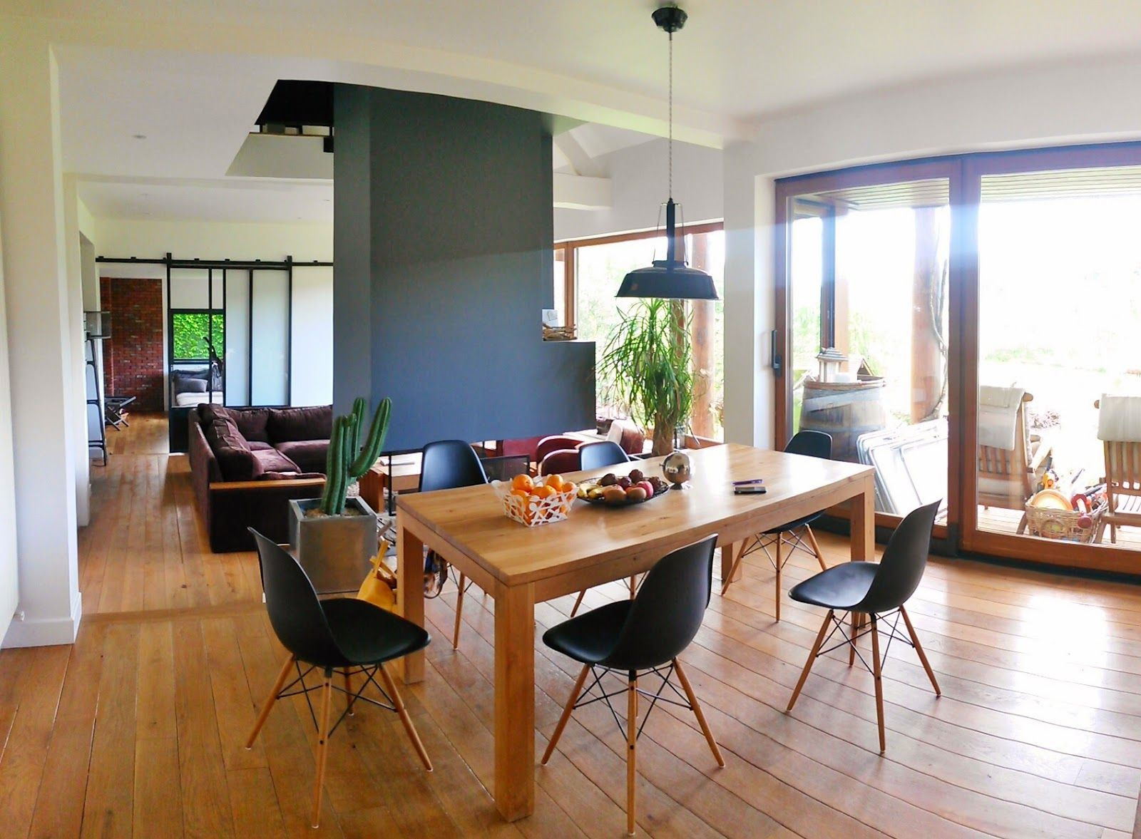 Salle manger mur gris fonc salle manger en 2019 - Couleur pour salon et salle a manger ...