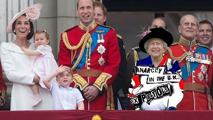 The Queen S Green Screen Outfit Sparks A Hilarious Internet Reaction Greenscreen Funny Photoshop Photoshop Battle