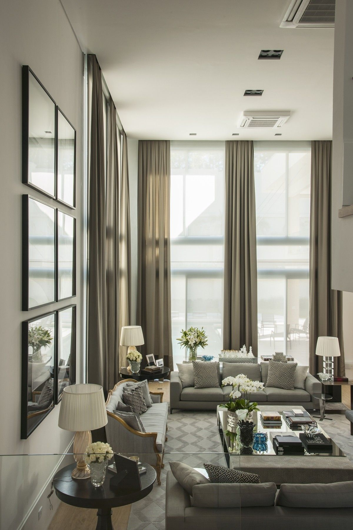 35 Most Popular Transitional Living Rooms Design Ideas Transitional Living Room Design High Ceiling Living Room Elegant Living Room #transitional #living #room #designs