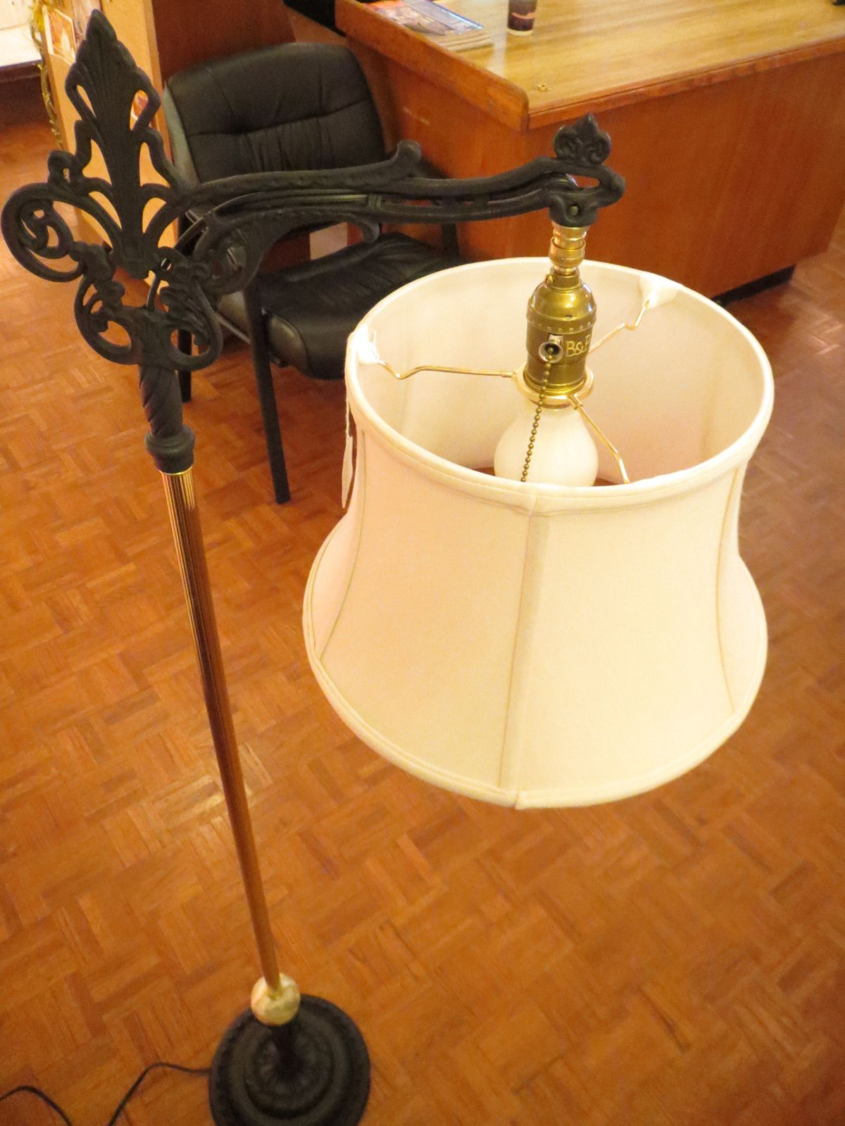 How to Use an UNO Shade Adapter Lamp, Uno lamp shades