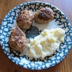 """an authentic Russian recipe for pan-fried ground meat patties, called """"Kotlety"""" in Russian. Really delilcious and easy to make!"""