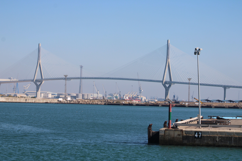 puente de la Pepa desde el catamarán a la entrada del puerto de Cádiz