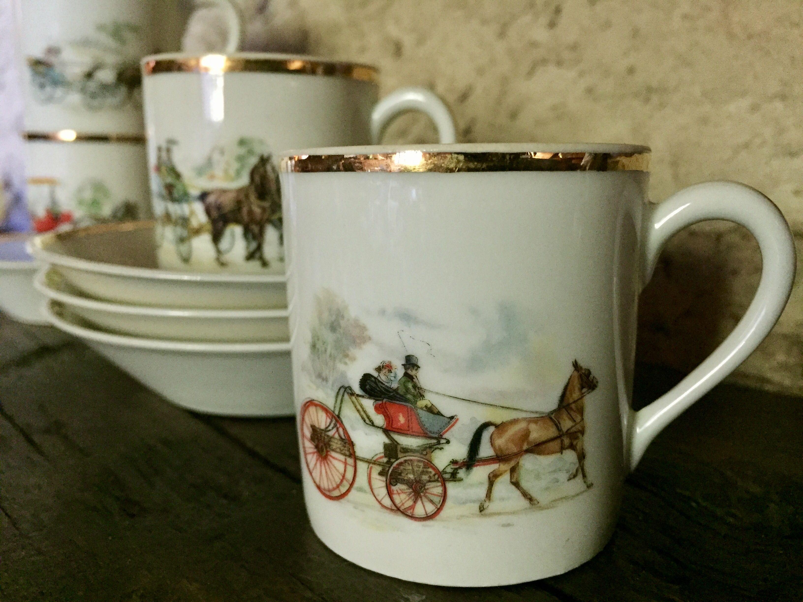 Tasses de la Compagnie nationale de porcelaine (Vierzon). Vintage coffee  cups in Berry