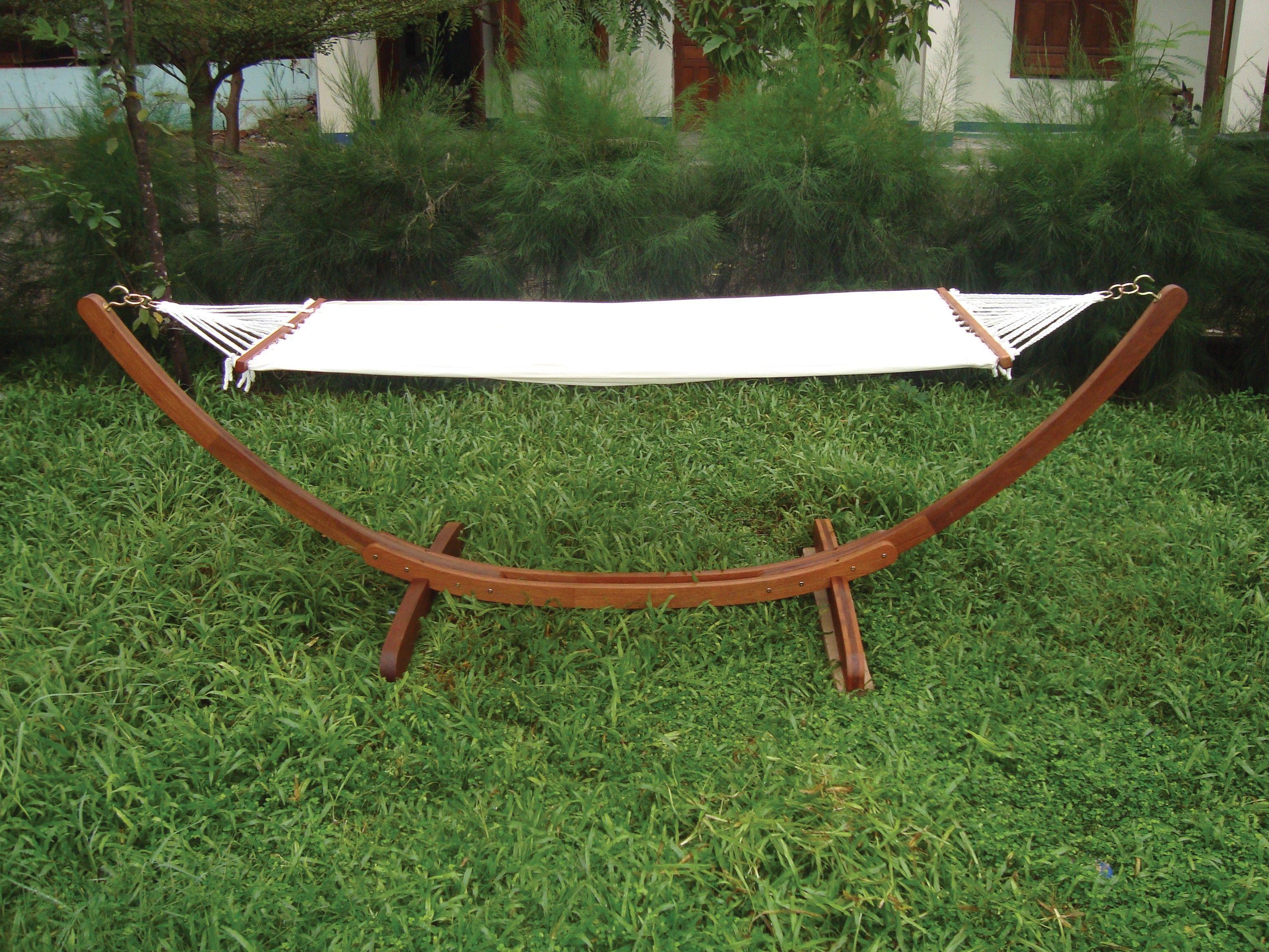 amaca con struttura in legno per arredo esterno giardino