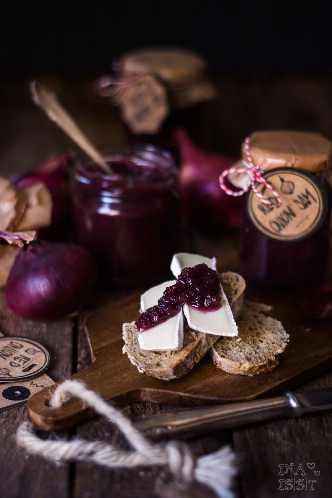 red onion jam baby rote zwiebelmarmelade mit rotwein und thymian in 2018 recipes pinterest. Black Bedroom Furniture Sets. Home Design Ideas