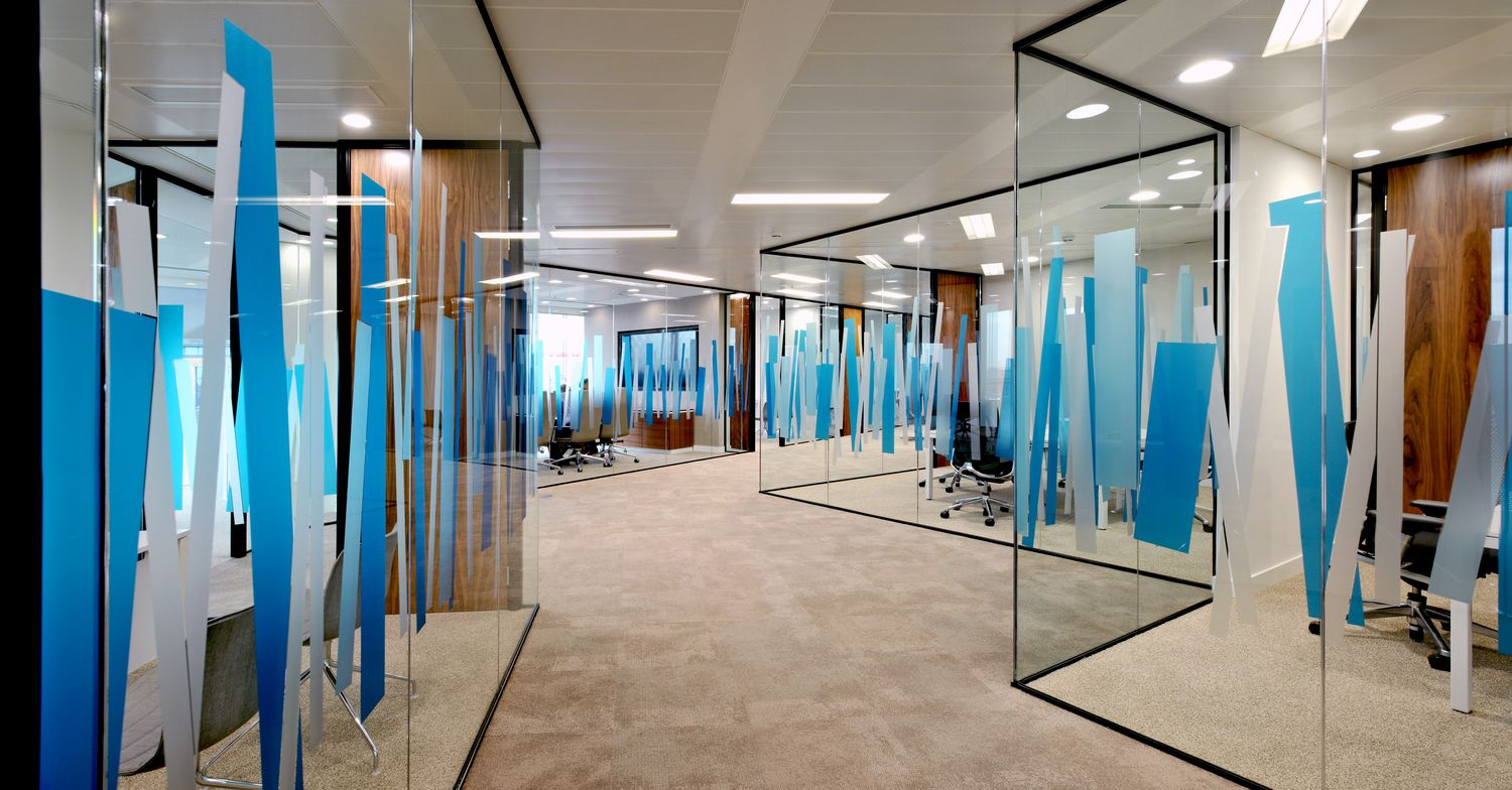 Graphics On The Glass Walls Of These Meeting Rooms Adds Colour To This Office Design Office Graphics Office Interior Design Office Gadgets