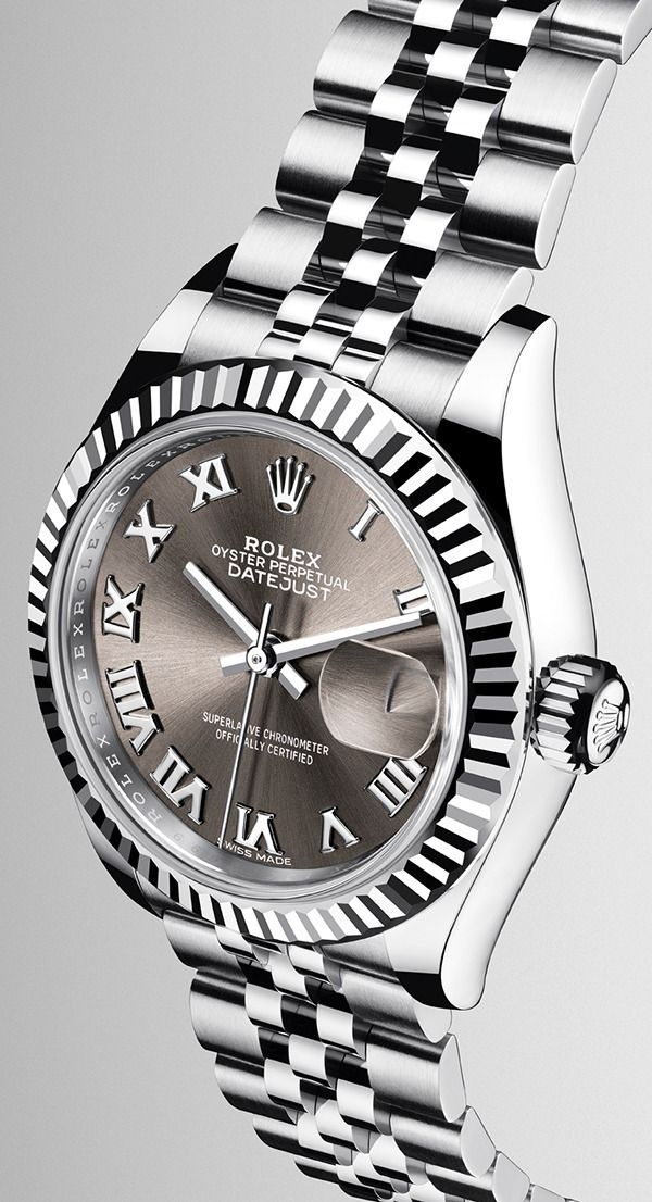69fa9b6c9bb The new Lady-Datejust 28 in a white Rolesor version, combining Oystersteel  and 18