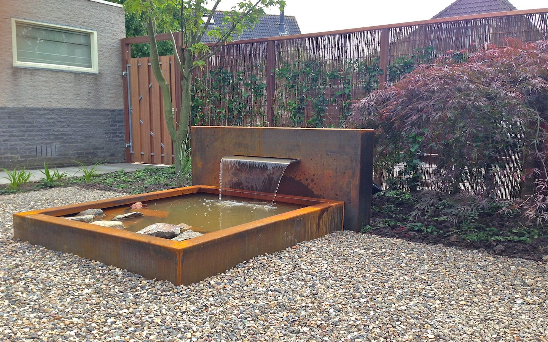 Moderne tuin met open tuinhuis douglas hout en cor ten for Vijver afwerking hout