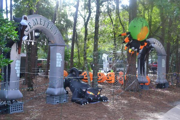Halloween stuff & Some campers at Fort Wilderness really love to decorate their ...
