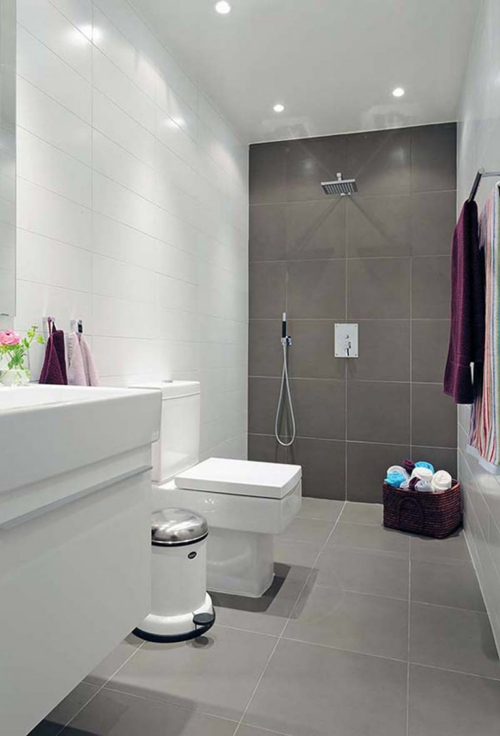 White Horizonal Tiles With Large Dark Brown Square Tiles Optional Lighter Brown Floor Small Bathroom Tiles Bathroom Design Small Modern Small Bathrooms