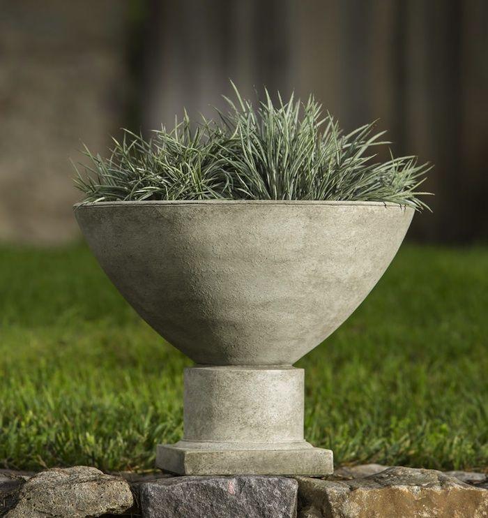 10 Easy Pieces Garden Urns Garden Urns Stone Planters 400 x 300