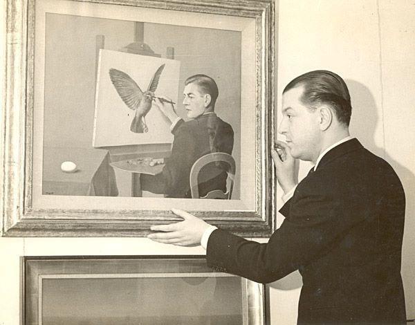 #bateu #foto #perfil  E. L. T. Mesens, posando diante de Clairvoyance, de René Magritte, na London Gallery em 1937.
