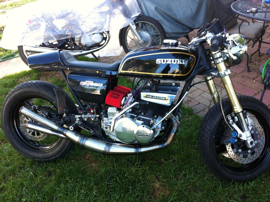 Motorcycles Bikers And More: Sweet Looking Suzuki GT550, Upgraded With Modern