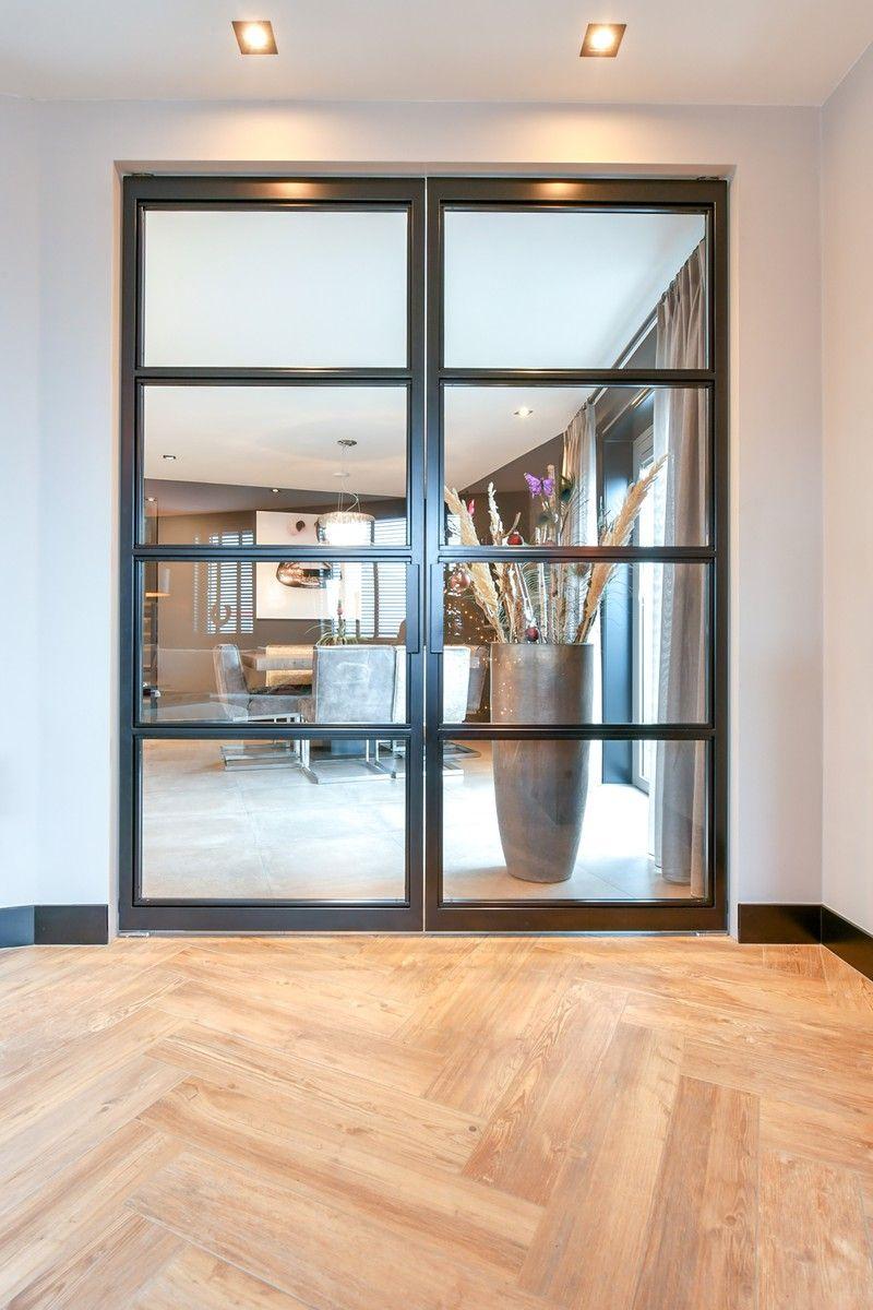 Dubbele stalen deur (Links) – 3000x1859mm – Skygate – Deur