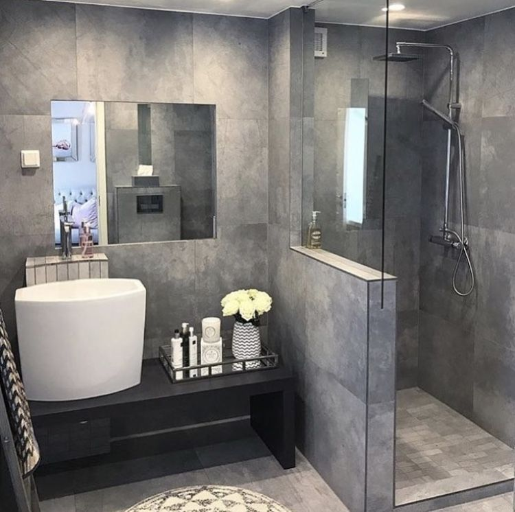 Before And After 20 Awesome Small Bathroom Remodel Ideas Shower Ideas Bathroom Small Bathroom Decor Small Bathroo Badezimmer Badezimmer Planen Dusche Fenster