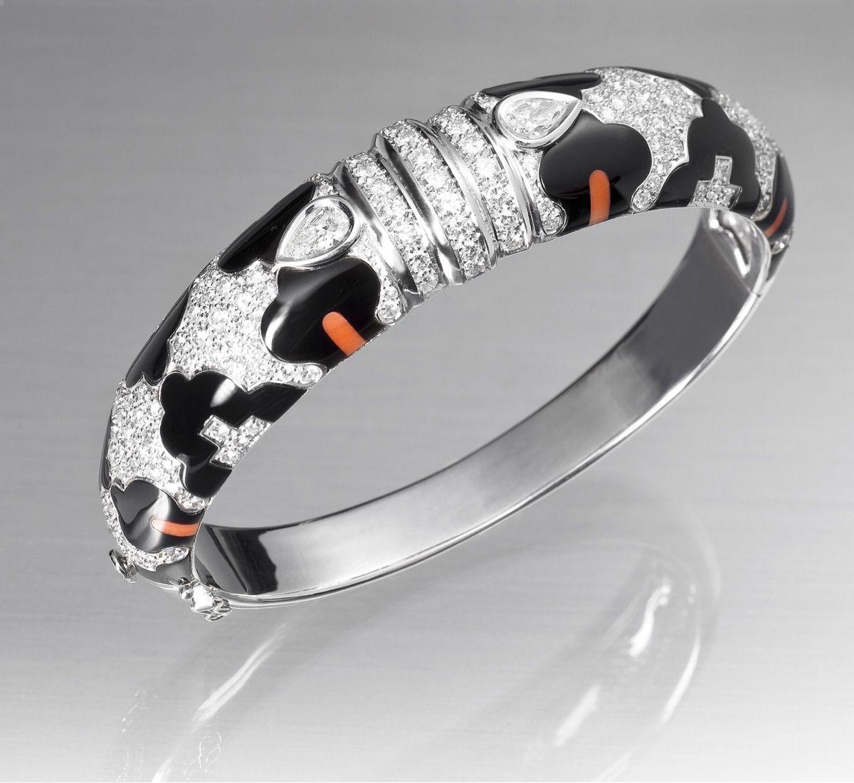 Brazalete de diamantes, ónix y coral leopardo (parte de un juego) Brazalete de oro blanco 1ª ley, ónix y coral leopardo engastados con diamantes talla brillante