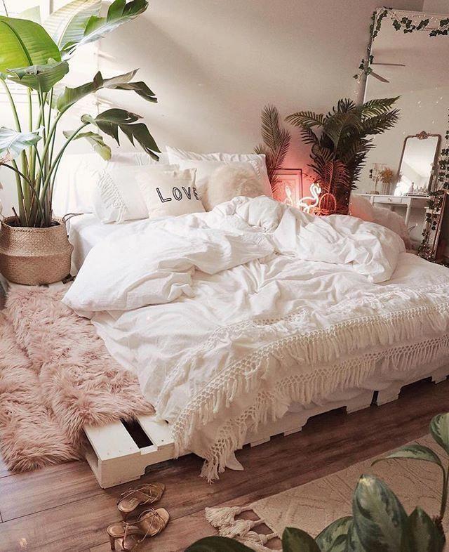 Quarto da @celeste.escarcega para inspirar esse sábado! Via: @apartmenttherapy #ideiasdiferentes Confiram também o perfil @euteinspiro do #grupojsmais #bedroominspo #salonbohemechic
