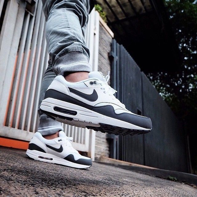 save off ec674 eb4b3 Nike WMNS Air Max 1 Essential (white   black   metallic silver) 599820-115