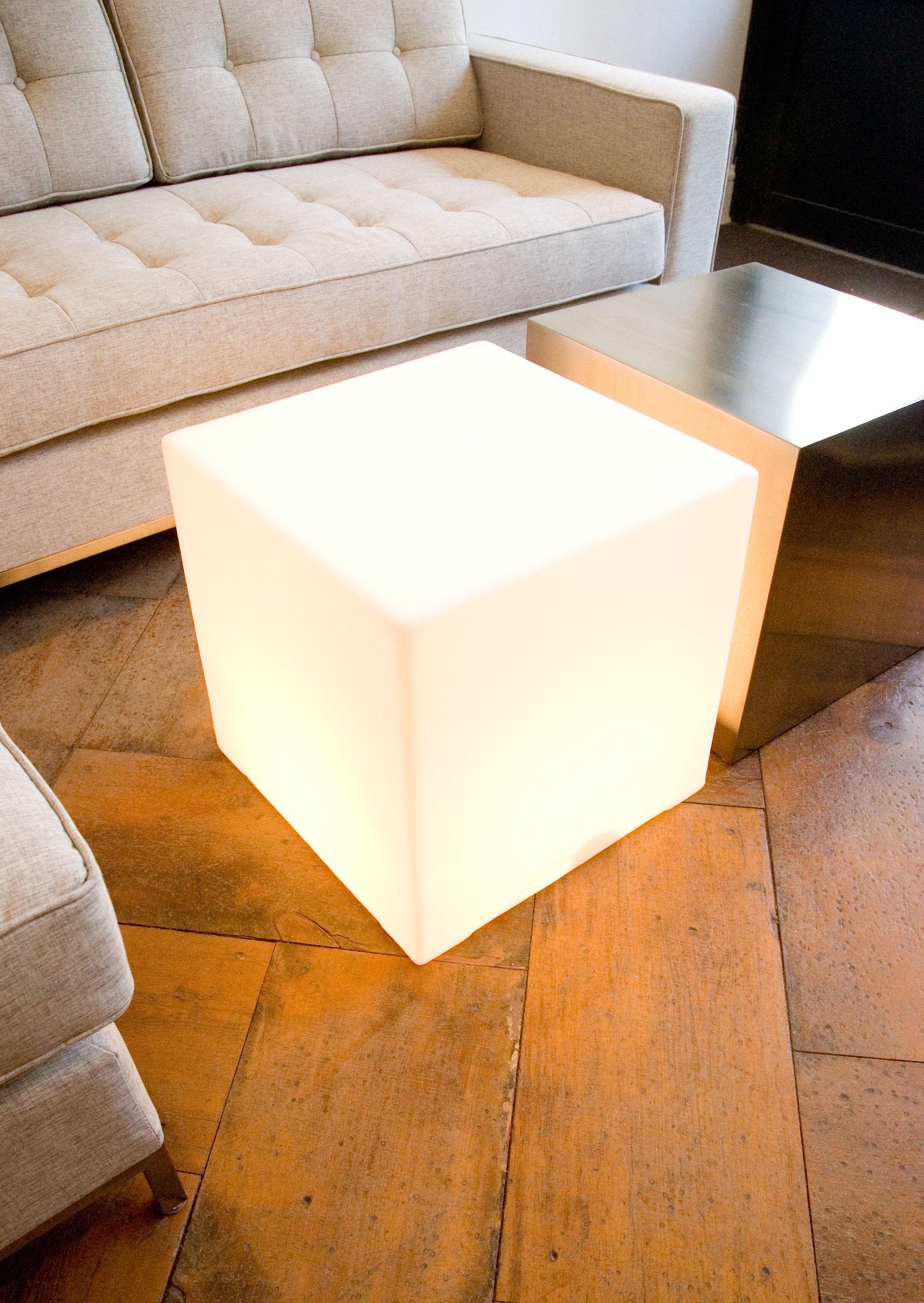Lightbox Lighting Gus Modern Iluminacion De Fachada Mesas De Cafe Muebles Modernos [ 2820 x 2000 Pixel ]