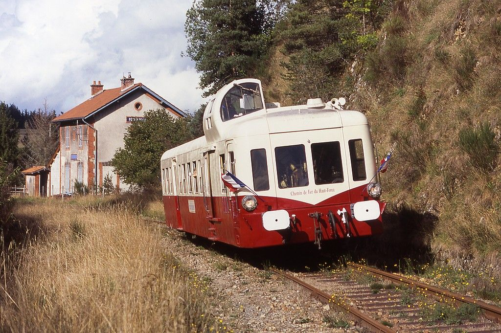 Autorail X4001 preserved by the Association of Haut Forez