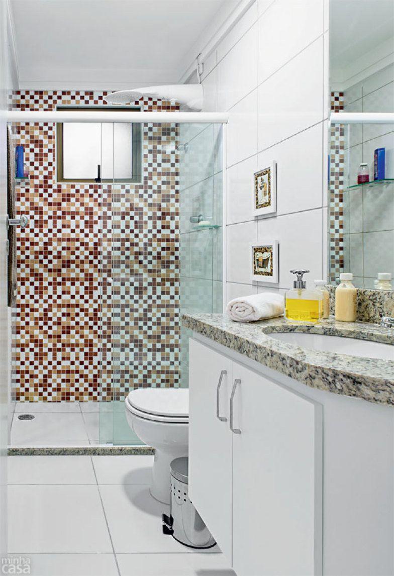Banheiro decorado com adesivos fica pronto em 24 horas  Contorno, Banheiros  -> Banheiro Pequeno Decorado Com Adesivo