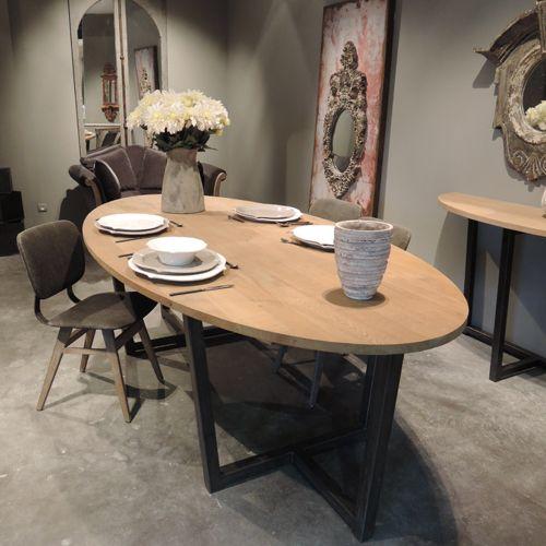 architecture table manger ovale en ch ne et pied m tal dilla zenna 11 salle de bain douche l italienne quartz plan travail revetement mural a peindre - Table A Manger Ovale