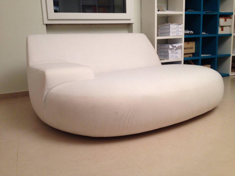 Grande Poltrona Poliform modello Big Bug colore bianco, tessuto cotone. E' una mega Poltrona, per 3/4 persone, un comodo divano, un sofà, di un relax unico. Acquistata 1 anno fa e seduti forse 2 vo...