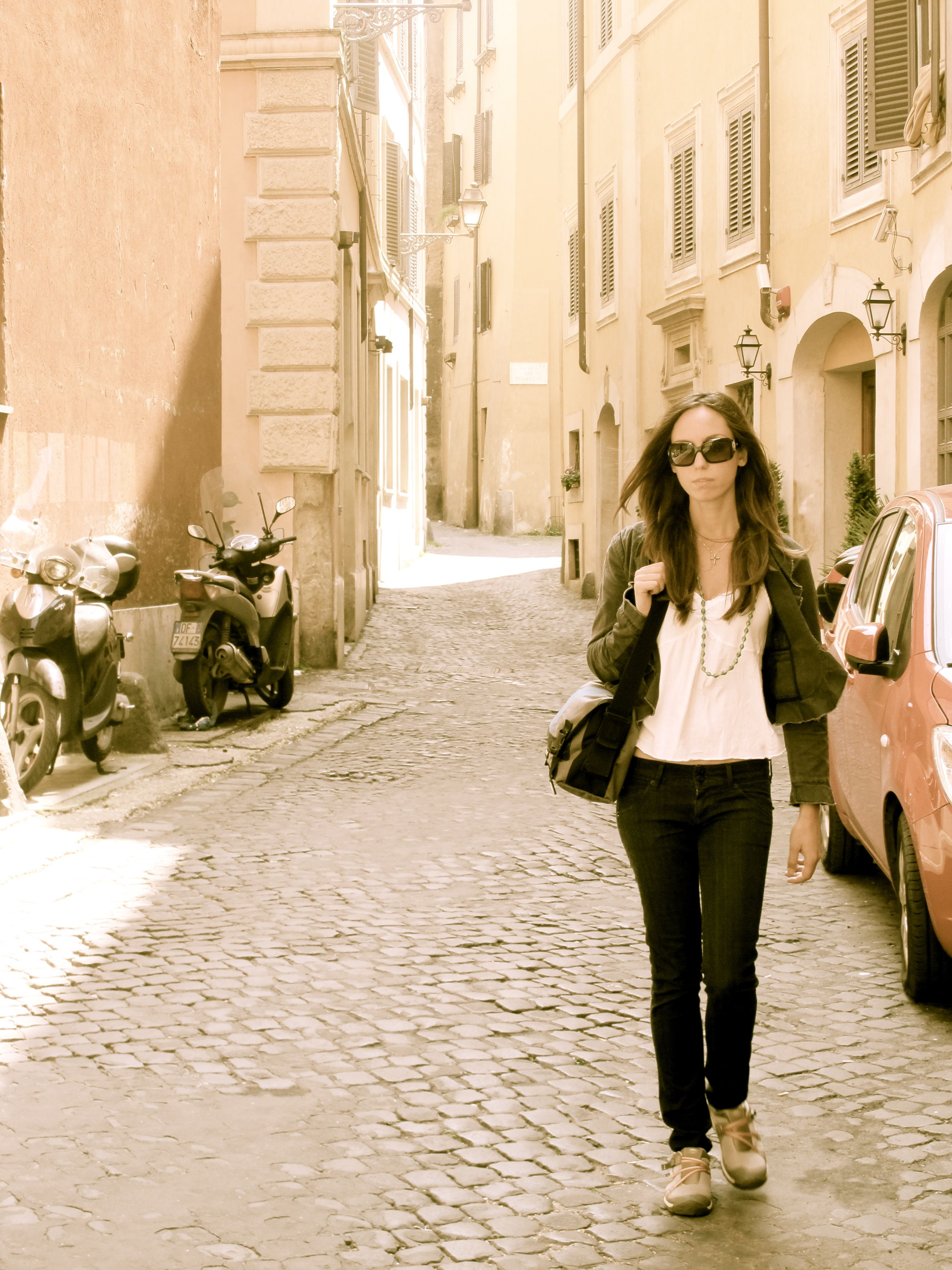 WANDERLUST~Strolling through Rome, I wanted to be really comfortable,so I wouldn't have to think twice about stopping sight seeing. Hudson skinny jeans, light weight club monaco blazer & chaco shoes were the way to go, for a long morning-day out on the town.