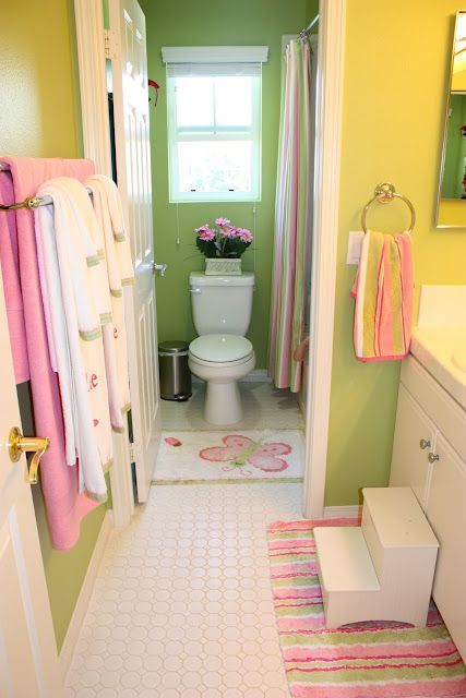 Just Loving The Pink And Green Yellow Bathroom Erin Rollins Posted On Her Blog So Hy