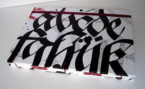 Capa tecido algodão 180 fios, caligrafada pelo artista Claudio Gil.