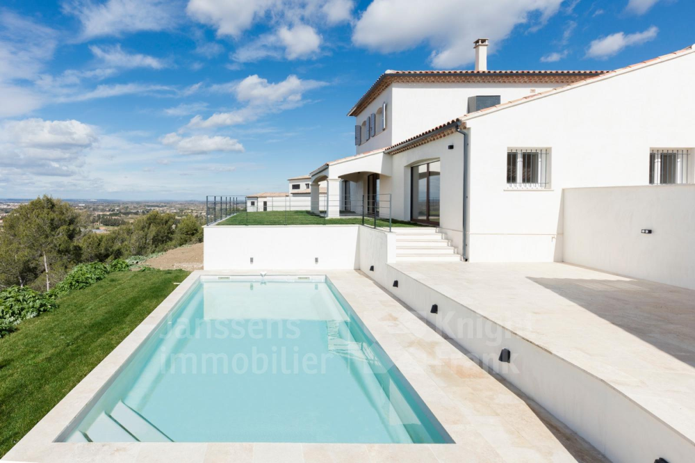 Modern Villa With Swimming Pool And Pool House For Sale At The Foot Of The Luberon Janssens Immobilier Provence Pool House Pool House