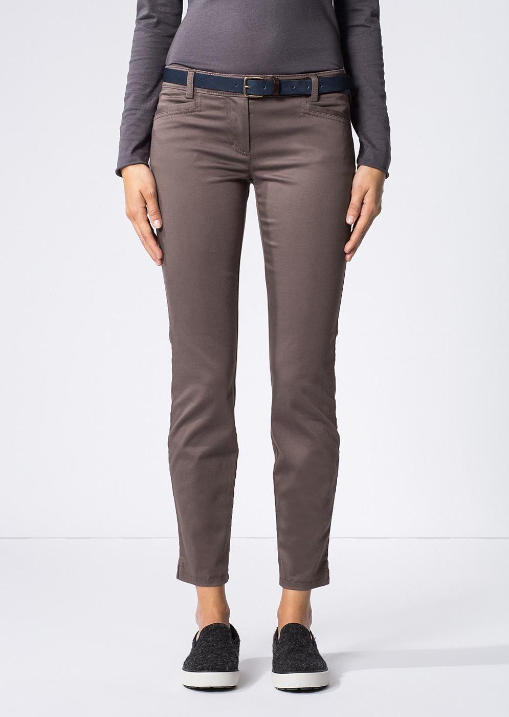 Diese Jeans von Marc O'Polo mit verkürzter Beinlänge überzeugt mit klassischem 5-Pocket-Design und einer tiefen Leibhöhe. Die schmale Passform sorgt für einen vielseitig kombinierbaren Look. Aus 78% Baumwolle, 19% Viskose und 3% Elastan....