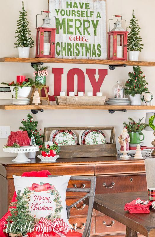 Christmas open shelves with classic red and green decorations #christmas #christmasdecorations #shelves #redandgreen #christmashome