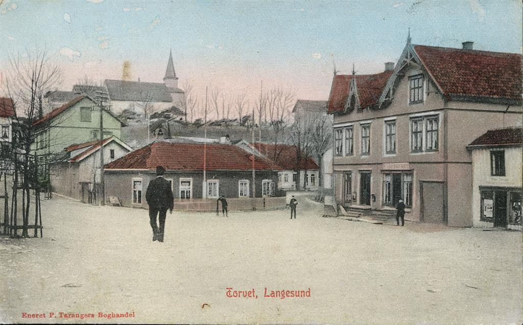 Telemark fylke Bamble kommune  LANGESUND. Kolorert motiv fra Torvet Utg P.Tarangers Boghandel. Postgått 1906