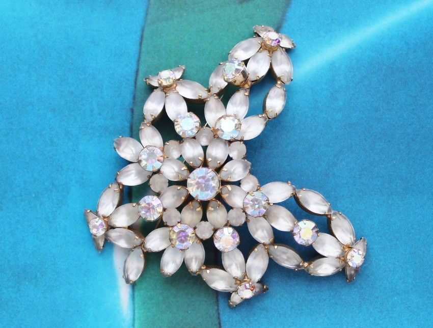 50s 60s Massive Floral Flower Cream Rhinestone Glamorous Brooch Pin 1960s