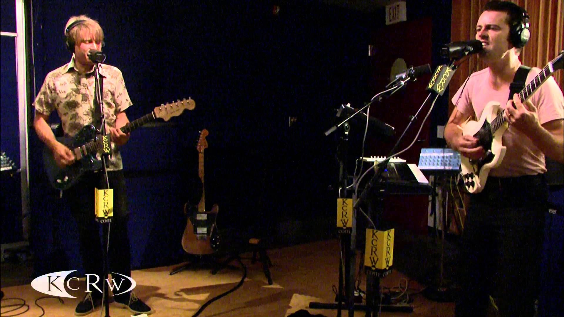 "Franz Ferdinand performing ""Love Illumination"" Live on KCRW (+lista de r..."
