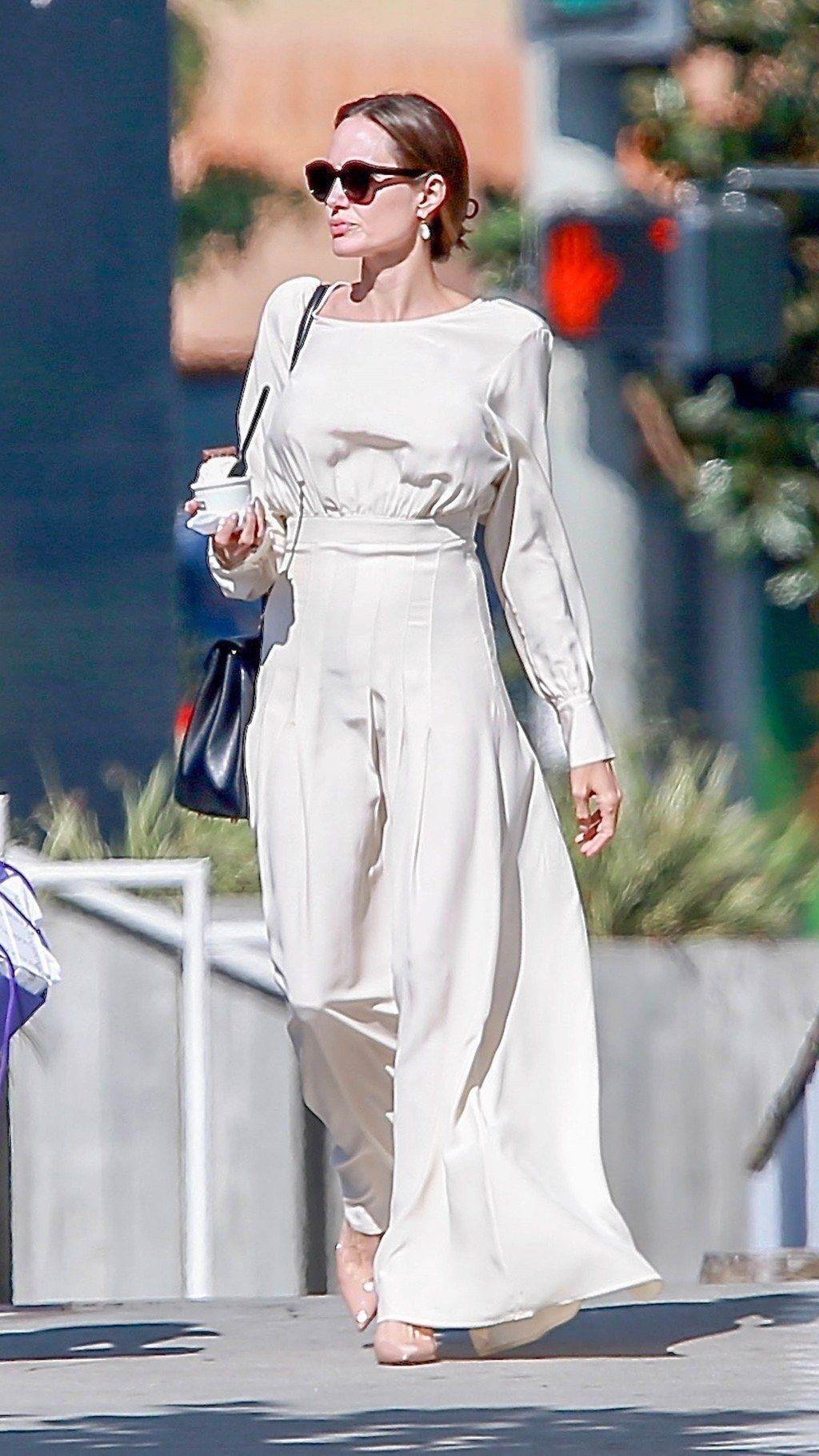 Angelina Jolie Makes Her Sunday Maxi Dress Look Red Carpet Worthy Angelina Jolie Dress Angelina Jolie Style Celebrity Street Style [ 1821 x 1024 Pixel ]